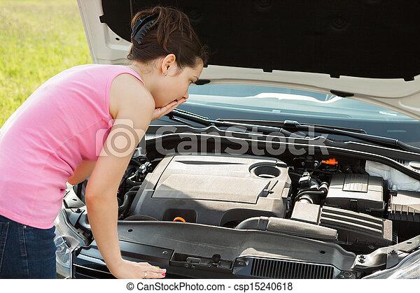 femme, regarder, sous, capuchon, voiture - csp15240618