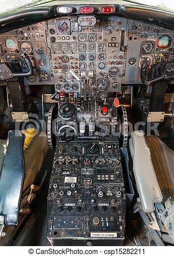Archivi fotografici di cabina pilotaggio vista antiquato for Piani di cabina contemporanei