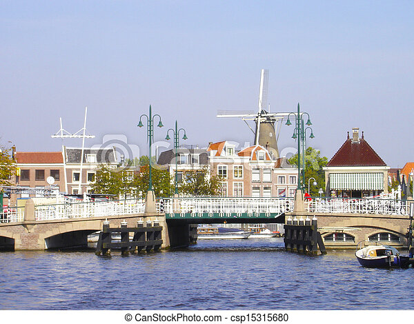 Historic center of city Leiden - csp15315680