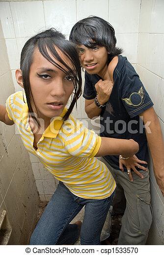 Koreanische Teenager in Duschen