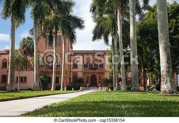 Historic manison in Sarasota - csp15336154