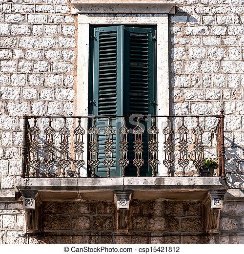 Stock fotografie von wand fenster altes balkon altes for Balkon wand