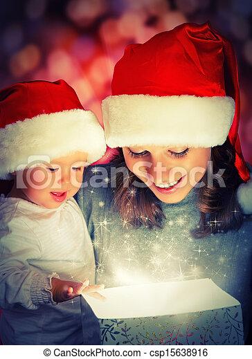 stock fotografie von kasten magisches familie geschenk mutter baby csp15638916 suchen. Black Bedroom Furniture Sets. Home Design Ideas