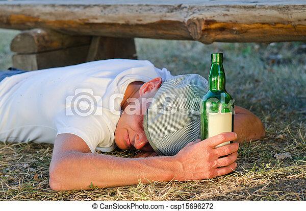 suelo, hombre, acostado, borracho - csp15696272