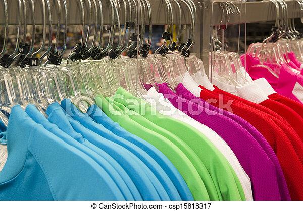 Mode, Kleiderbügel, Plastik, Kleidung, einzelhandel, kleidung, gestell, kaufmannsladen - csp15818317