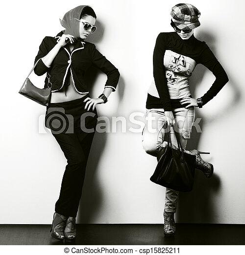 bonito, diferente, moda, foto, dois, um, estilo, menina,  sexual - csp15825211