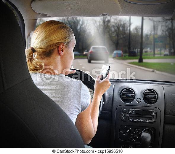 auto frau, texting, fahren, telefon - csp15936510