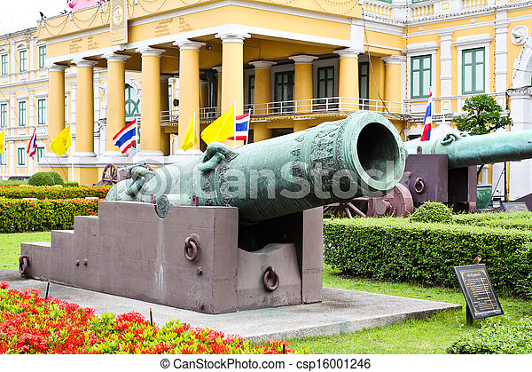 Ancient biggest cannon and Lion statue from Thai government museum, every body can take a photo and see. - csp16001246