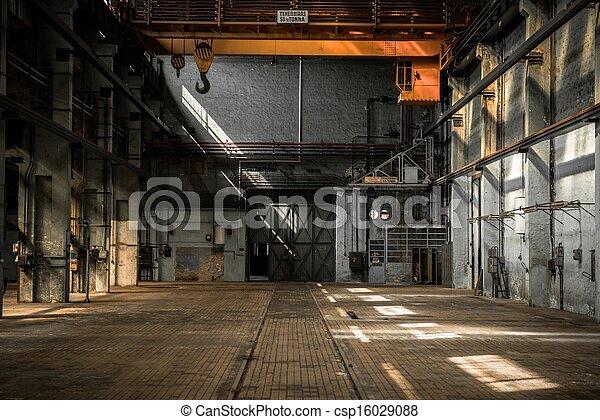 Images de industriel int rieur de une vieux usine for Interieur usine