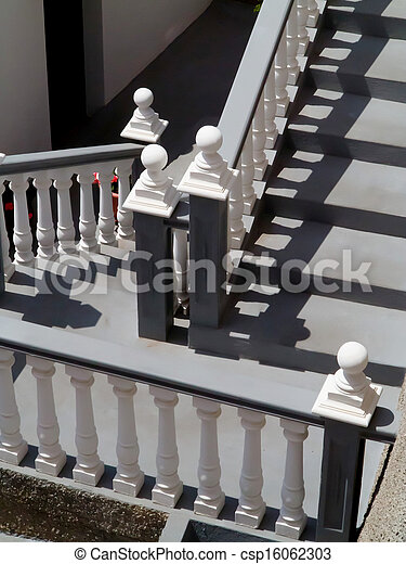 photographies de blanc escalier balustrade escalier blanc et gris csp16062303. Black Bedroom Furniture Sets. Home Design Ideas