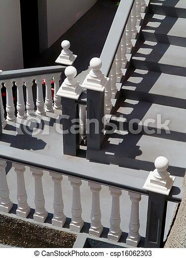 photographies de escalier blanc balustrade escalier blanc gris csp16062303. Black Bedroom Furniture Sets. Home Design Ideas