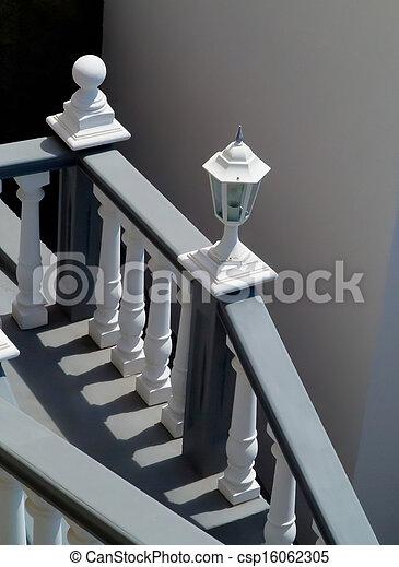 photographies de escalier blanc balustrade escalier blanc gris csp16062305. Black Bedroom Furniture Sets. Home Design Ideas