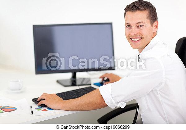 商人, 電腦, 運作的 辦公室 - csp16066299