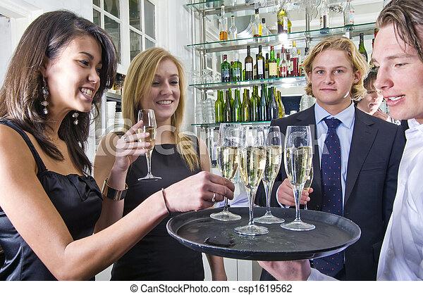 servindo, champanhe - csp1619562