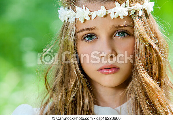 Face shot of cute girl with headband. - csp16228666