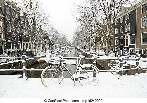Amsterdão, Países Baixos, Inverno, nevado - csp16242909
