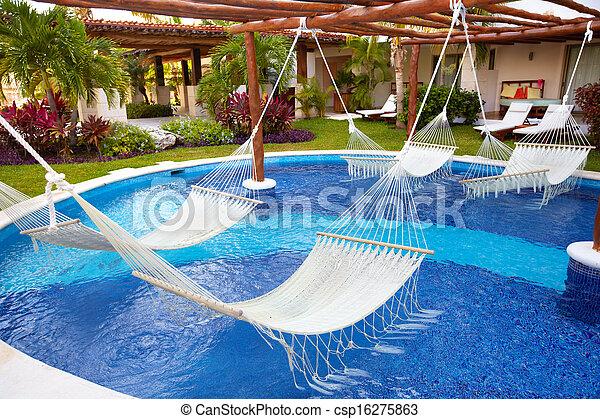 Stock de fotos nataci n piscina hamaca imagenes - Hamacas de piscina ...