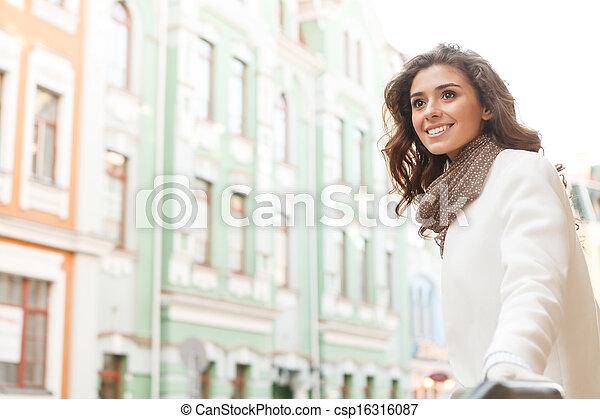 美麗, 站立, 什麼, 去, 偉大, 年輕, 看, 當時,  place!, 在戶外, 微笑, 婦女 - csp16316087