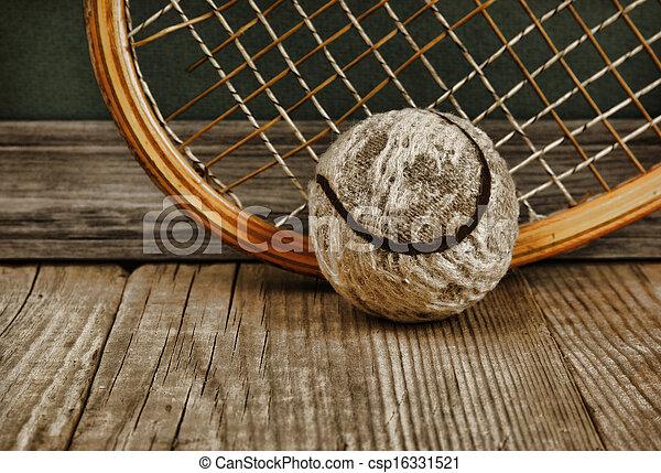photo de balle vieux plancher bois tennis raquette vieux csp16331521 recherchez des. Black Bedroom Furniture Sets. Home Design Ideas