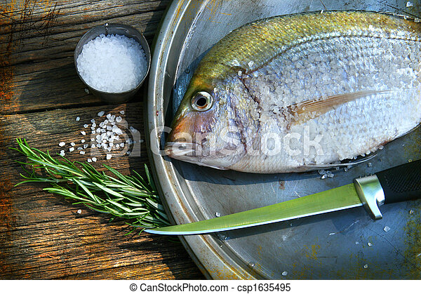 Freshly caught fish on cooking platter - csp1635495