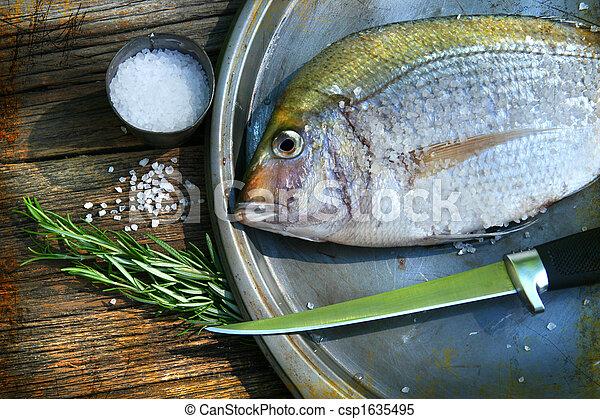 Freshly caught fish on cooking platter - csp1635495