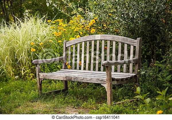 photo de bois vieux jardin banc une vieux bois banc dans a csp16411041. Black Bedroom Furniture Sets. Home Design Ideas