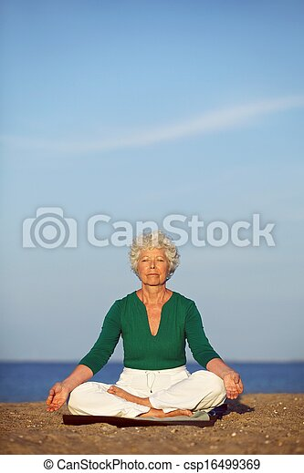 image de personne agee femme pratiquer matin yoga oc an fond csp16499369 recherchez. Black Bedroom Furniture Sets. Home Design Ideas