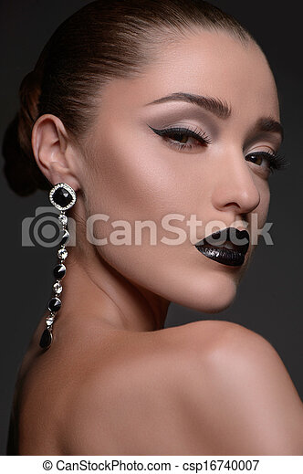 Beautiful women with earrings. Portrait of beautiful fashion model looking at camera - csp16740007
