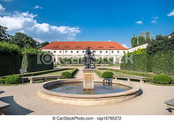 Im genes de pavo real jardines wallenstein palacio for Jardin wallenstein