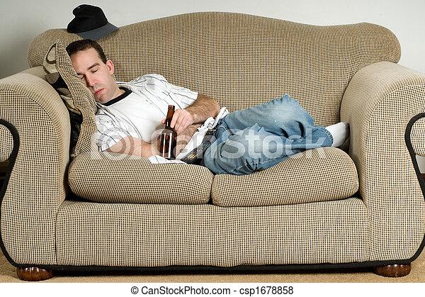 Fotos de cerveja dormir um jovem homem dormir for Couch you can sleep on