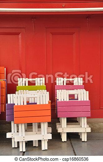stock fotos von bunte h lzern tische st hle gemalt. Black Bedroom Furniture Sets. Home Design Ideas