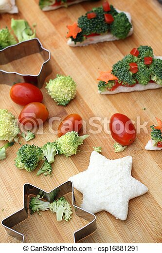 Christmas tree of bread broccoli and tomatoes