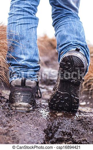 Archivi fotografici di camminare fangoso terreno scarpe for Camminare in piani di progettazione dispensa