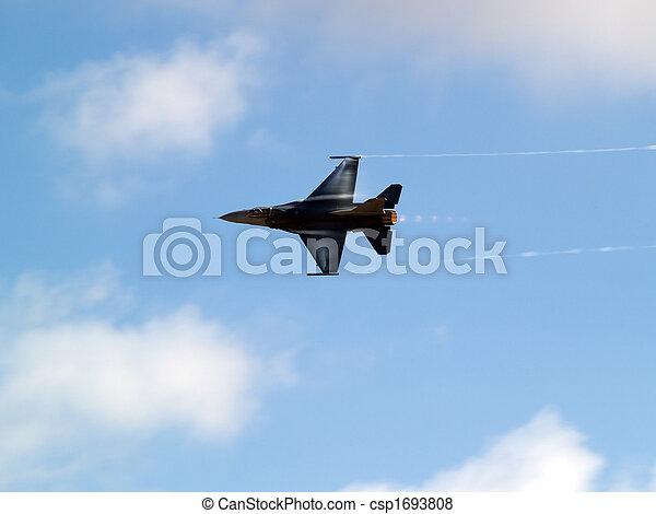 F-16 turns rapidly - csp1693808