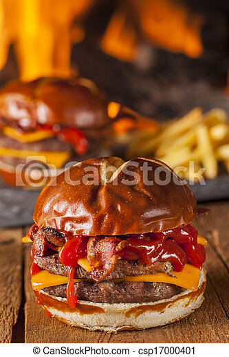 photographies de malsain fait maison barbecue lard cheeseburger csp17000401. Black Bedroom Furniture Sets. Home Design Ideas