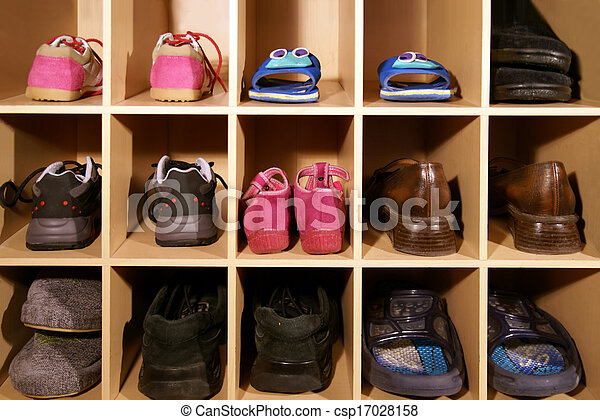 images de placard chaussures divers paires de chaussures dans csp17028158. Black Bedroom Furniture Sets. Home Design Ideas
