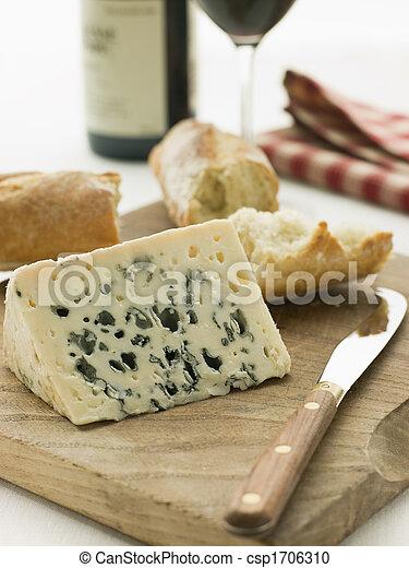 cuña, baguette, roquefort, rústico, queso, vino rojo - csp1706310