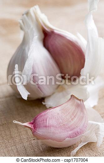 Clove and Bulb of Garlic - csp1707004