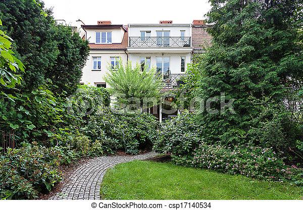 Vintage mansion - garden