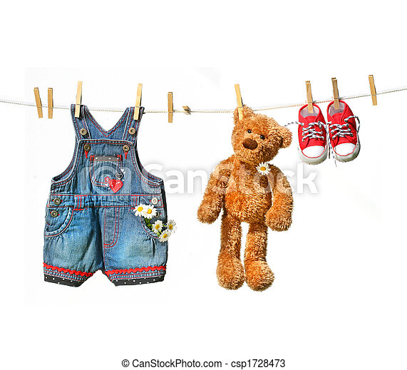 Child\'s clothes with teddy bear on clothesline - csp1728473