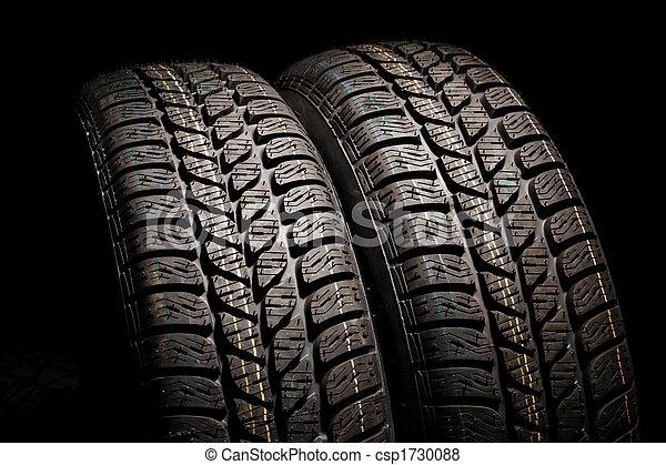 images de pneus fin deux haut deux marque nouveau voiture csp1730088 recherchez. Black Bedroom Furniture Sets. Home Design Ideas