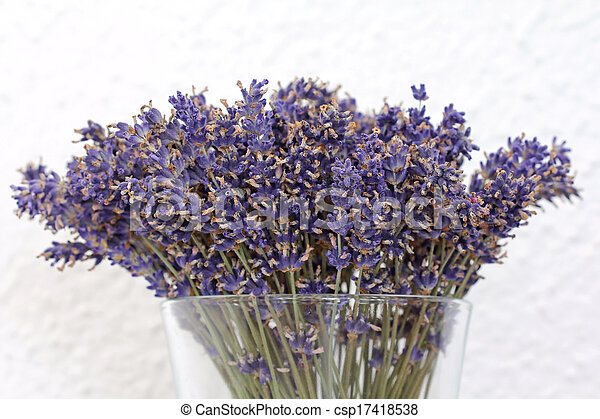 stock fotos von a blumenvase getrocknete lavendel blumen dekorieren csp17418538. Black Bedroom Furniture Sets. Home Design Ideas