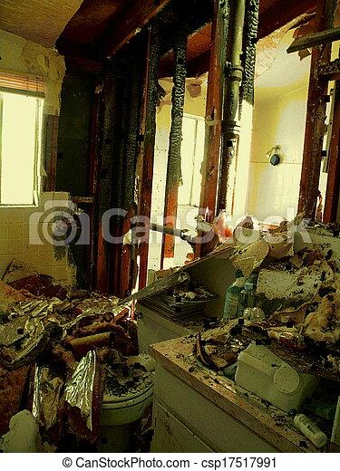 stock de fotografos de cuarto de ba o quemado afuera On cuarto quemado