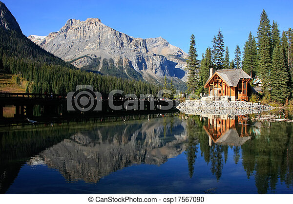 stock fotografien von h lzern haus smaragd see yoho national park kanada csp17567090. Black Bedroom Furniture Sets. Home Design Ideas