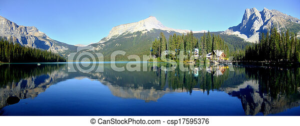 Panoramic view of mountains reflected in Emerald Lake, Yoho National Park, British Columbia, Canada - csp17595376