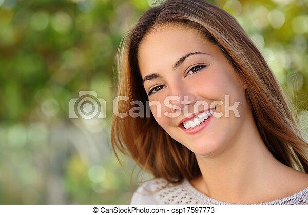 gyönyörű, fogalom, Fogászati, nő, Mosoly, fehér, törődik - csp17597773