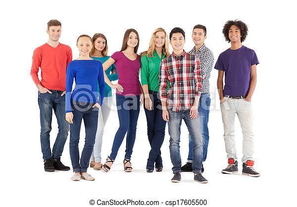 debout, entiers, gens, gens, isolé, jeune, gai, quoique, appareil photo, désinvolte, longueur, blanc, Sourire - csp17605500