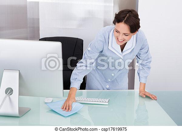 image de femme ouvrier nettoyage bureau portrait de heureux csp17619975 recherchez. Black Bedroom Furniture Sets. Home Design Ideas
