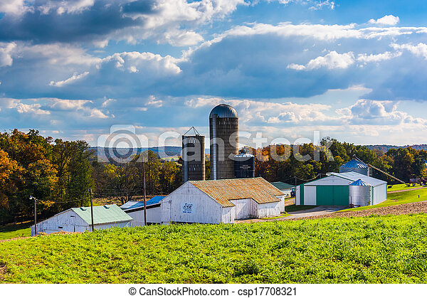 Barn and silos on a farm in rural York County, Pennsylvania. - csp17708321