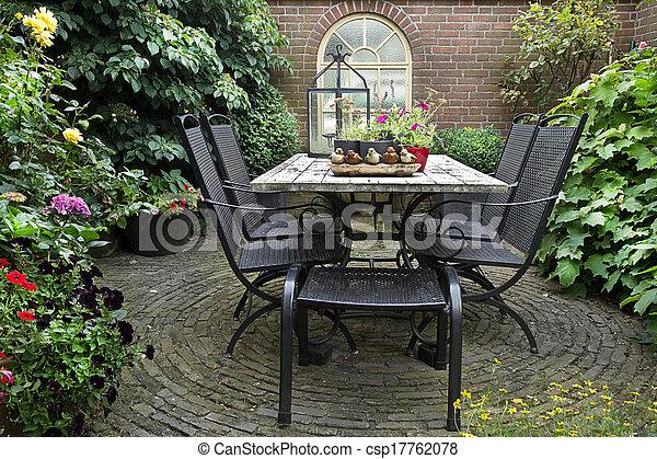 Plaatje van stoelen tafel tuin ijzer nagemaakt ijzer nagemaakt csp17762078 zoek - Glazen tafel gesmeed ijzer en stoelen ...